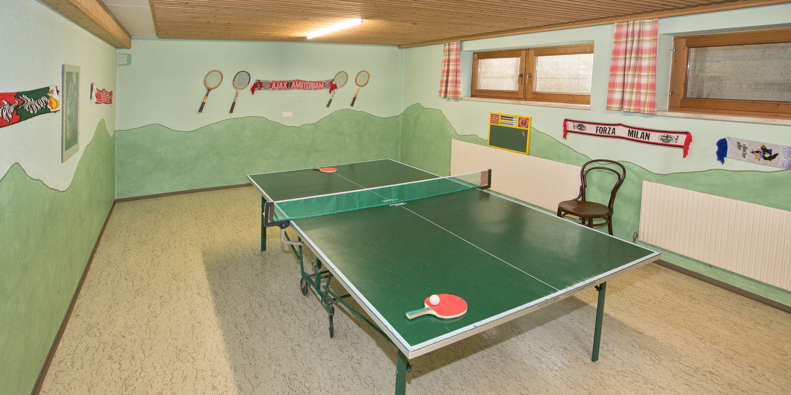 Tischtennistisch im Keller